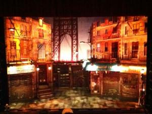 """La tarima durante la producción de """"In the Heights,"""" como vista desde el Teatro Shubert en Connecticut."""