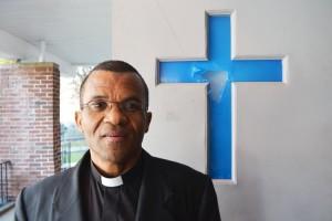 El Padre Ricardo estaba honrado de tener el servicio en la Iglesia Holy Spirit Catholic.