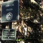Lall estuvo particularmente preocupada por la condición de una parte del parque cerca de su edificio. Foto: Gregg McQueen