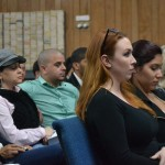 Residentes y duenos y trabajadores de restaurantes asistieron a la reunión del Consejo Comunitario del Precinto 34.