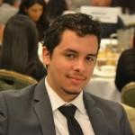 """""""Estoy interesado en ver cómo responden a nuestras preguntas"""", explicó el estudiante de CUNY Roylan Fernández. Foto: R. Kilmer"""