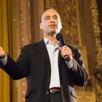 """""""Quería decirle a la gente: no se rindan"""", explicó el congresista (y autor) Luis Gutiérrez. Foto: M. Cummings"""