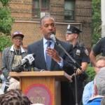 """""""Estamos aquí para garantizar que las familias tengan lo que necesitan para prosperar"""", dijo el Comisionado de NYCHA John Rhea."""
