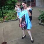 """""""He utilizado el mismo portabebé para mi hija de casi tres años desde que era una bebé"""", explica Rachel Figueroa-Levin."""