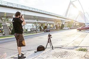 Fotografiar el Puente Matute Remus en Guadalajara. <br/><i> Foto: Alexandra Vega</i>