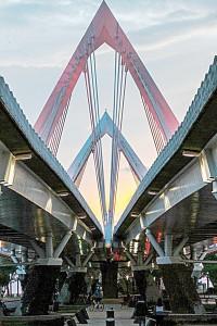 El puente colgante de 950 metros fue construido en 2011 <br/><i> Foto: Emmanuel Abreu</i>