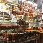 Within the bounty, brews and burgers </br> Casi ocultas, cervezas y hamburguesas