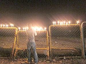 La organización busca unir a las personas en la frontera. <br/><i>Foto: borderoflights.org</i>