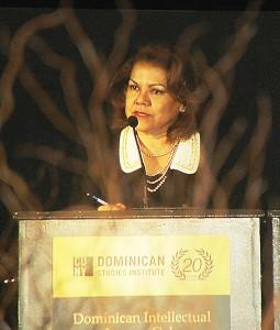 Ana García-Reyes, Decana Asociada de Relaciones Comunales en el Colegio Comunal Hostos.