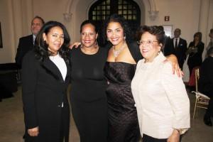 De izquierda a derecho: María Morillo, líder de distrito del Norte de Manhattan, la Concejal Julissa Ferreras, Presidenta Diputada del Condado de Brooklyn Diana Reyna y el Enlace Comunal del Senador Adriano Espaillat Nurys de Oleo.