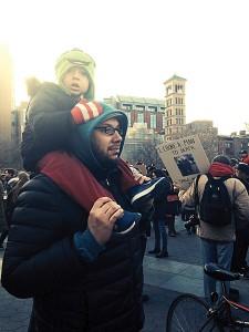 El marido y el hijo de Guzmán participan en otra marcha.