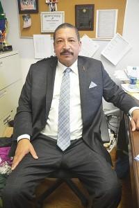 El director de la Armería, Basset Thompson.