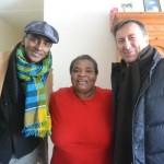 Los Chefs Marcus Samuelssen (izq.) y Daniel Boulud se reunieron con residentes de Harlem.