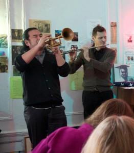 El trompetista Koichi Yoshihara, y Shukroon (derecha).