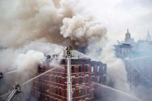 La explosión habría consumido cuatro edificios en total. Foto: Rob Bennett/fotografía de la Alcaldía