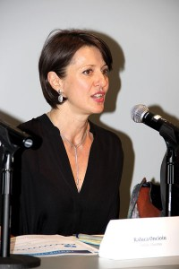 """""""Aprovechen el tiempo"""", dijo Raluca Oncioiu, directora de Programas de Servicios Legales de Inmigración de Caridades Católicas."""