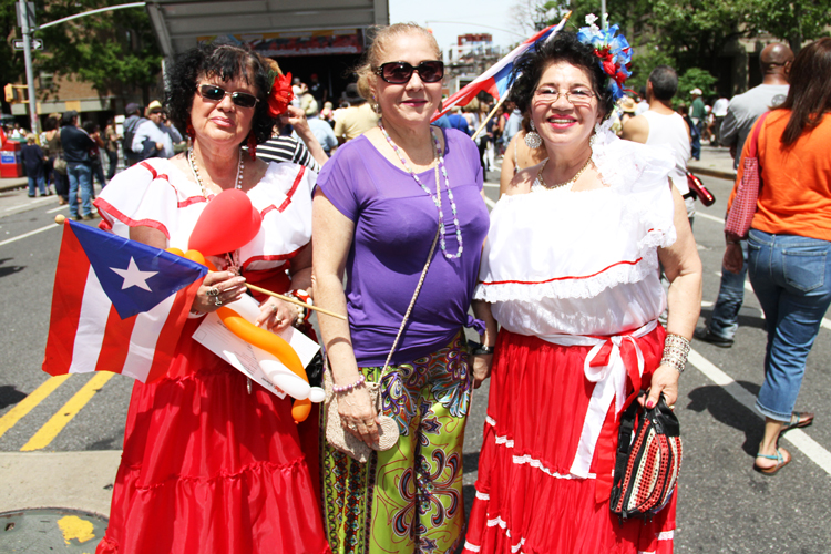 In full flower (from left to right): Judy Ramos, María Estel, and Gustina Pérez.