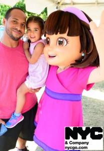 NYC y Dora, la embajadora familiar oficial de la compañía, asistieron.