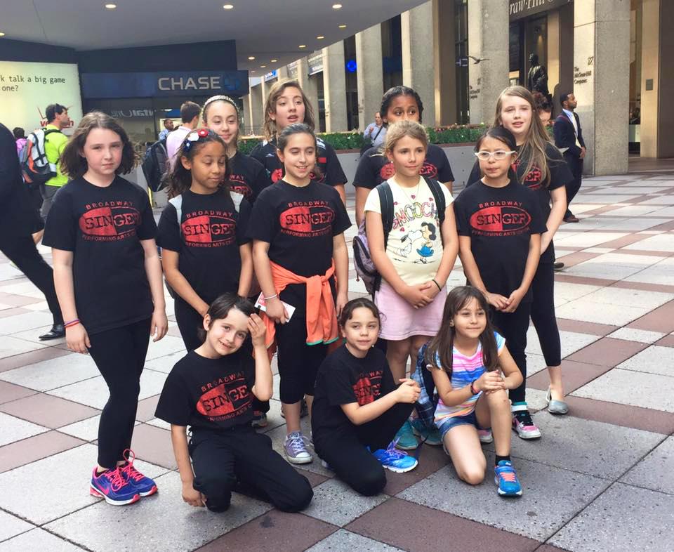 Los estudiantes se preparan para presentarse en el Madison Square Garden en junio pasado.