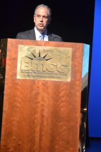 Allan Dobrin, vice canciller ejecutivo de CUNY y director de operaciones.
