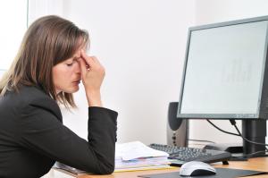 La falta de sueño puede afectar su rendimiento en el trabajo.