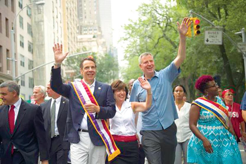Cuomo y Blasio lado a lado en marcha un desfile de 2015.