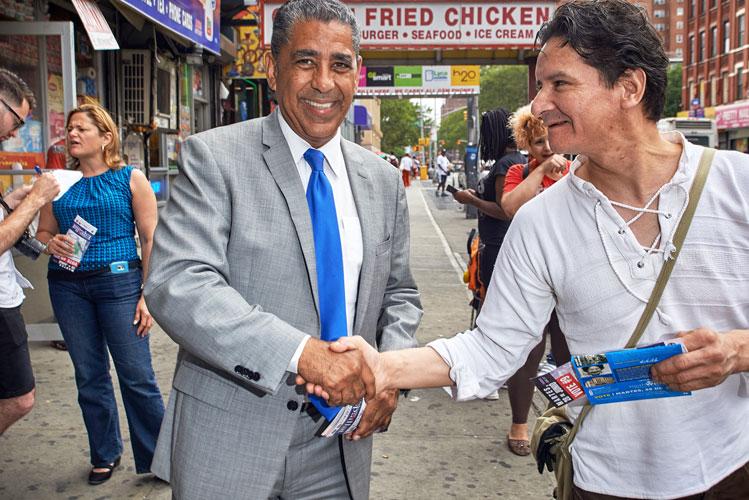 El candidato presenta sus argumentos. Foto: C. Vivar