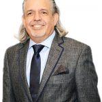 Luis A. Miranda entregó el Premio a Milliken.