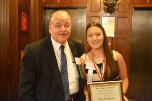 Jay Hershenson, Vicerrector senior con la homenajeada (y su hija) Haley Hershenson