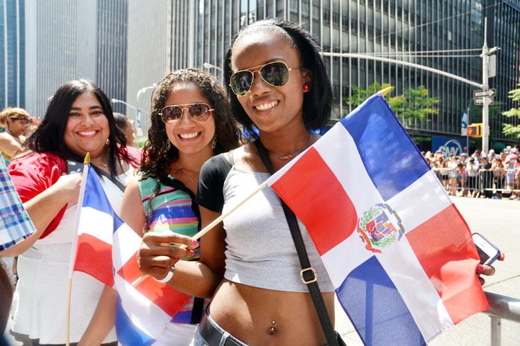 Lina Hinchez and friends celebrate in 2015. Photo: C. Fonseca