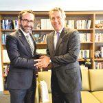 Gómez-Pickering met recently with CUNY Chancellor James Milliken (right). Photo: Consulmex Nueva York