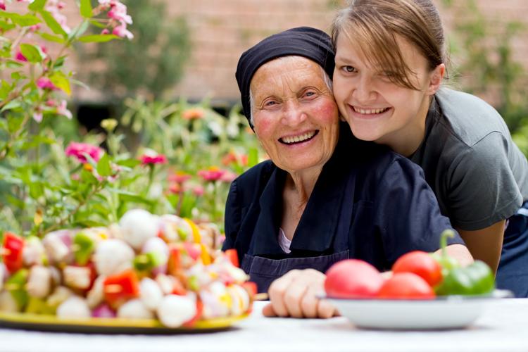 Contacte a las personas mayores a su alrededor.