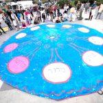 A giant rotating communal Seder parachute plate. Photo: JFREJ