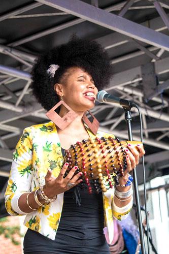 La cantante. Photo: Ojos Nebulosos