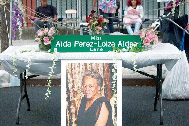 One of the festival founders, Aida Pérez, was honored. Photo: Ojos Nebulosos