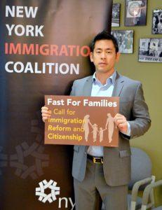 """""""El estado de Nueva York debe reclamar un papel de liderazgo en la protección de los inmigrantes"""", dijo Steven Choi, de la NYIC."""