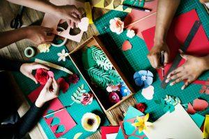 Fariña dice que hay casi 3,000 maestros de arte en toda la ciudad.