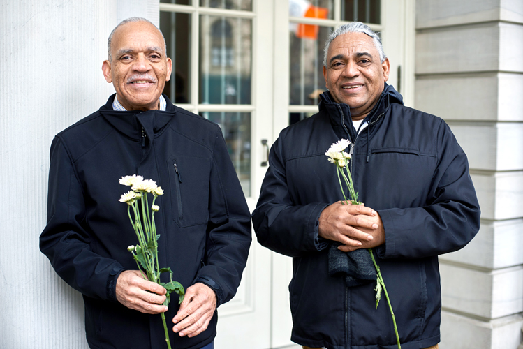 Cab drivers brought white flowers in remembrance.
