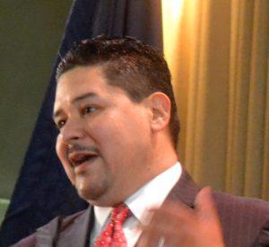 """""""Los estudiantes del idioma inglés no son algo que se deba arreglar"""", dijo el canciller escolar Richard A. Carranza."""