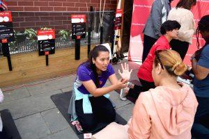 La demostración se llevó a cabo con residentes de la comunidad.