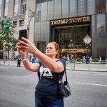 Melissa Mark-Viverito se toma una selfie.