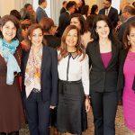 Las homenajeadas pioneras y la moderadora. De izquierda a derecha: Ángela Fernández, Paola Lozano, Lucy López, Shirley Rumirek y Alejandra Castillo.