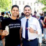El activista Adrian Grenier y el concejal Rafael Espinal.