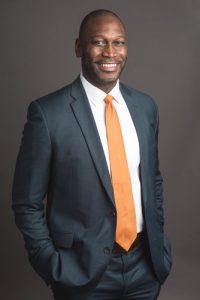 """""""Nuestro nuevo objetivo... contribuirá en gran medida a promover la equidad"""", dijo el comisionado de SBS, Gregg Bishop."""