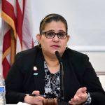 """""""Las personas ya no serán arrestadas por fumar marihuana en público"""", señaló la concejala Diana Ayala."""