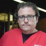 La enfermera Sean Petty dijo que le preocupa que los pacientes sean dados de alta demasiado pronto.