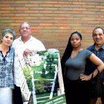 Desde la izquierda:Los residentes Lisa Stepanian,Robert Ortiz,Ayisha Ogilvie y Michael Hano se oponen al plan de Haven Plaza.