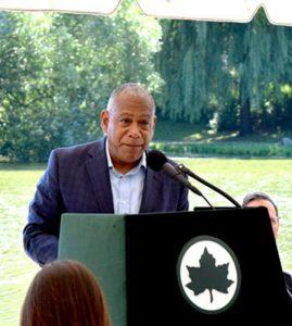 """""""Hacer esta inversión es una oportunidad para proporcionar mayores comodidades"""", dijo el comisionado de Parques, Mitchell J. Silver."""