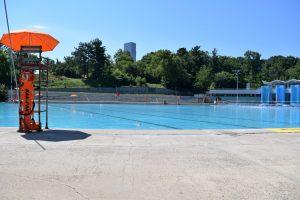 La instalación funciona como una piscina en el verano.