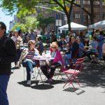 La plaza peatonal está diseñada para albergar eventos artísticos y culturales.